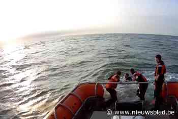 """Reddingsdienst haalt drenkeling uit water die kilometer van catamaran was afgedreven: """"Dankzij gsm van opvarende"""""""