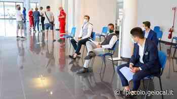 Primi 100 vaccini nel salone d'auto a Gorizia: coinvolti i dipendenti di 7 aziende - Il Piccolo