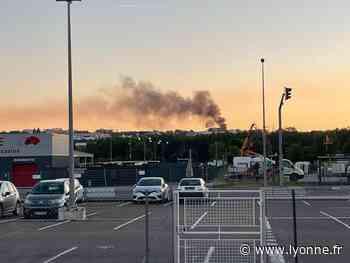 À Auxerre, un nuage de fumée noire dans le ciel : deux voitures en feu sur un parking - L'Yonne Républicaine