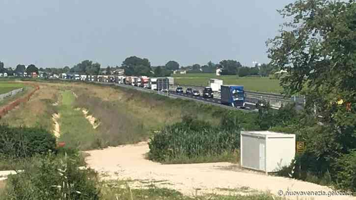 Auto tampona Tir, chiusa l'A4 a Portogruaro in direzione Venezia - la Nuova di Venezia