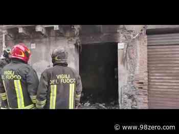 Immobile disabitato in fiamme a Barcellona Pozzo di Gotto, paura in via Garibaldi – Video - 98Zero.com