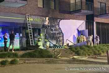 """Brand aan supermarkt onderaan appartementen blijkt aangestoken; """"De brandweer was er maar net op tijd bij"""""""