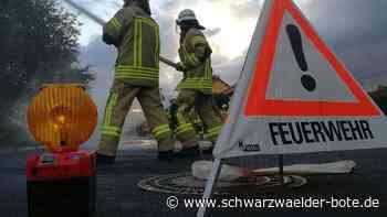 Feuerwehreinsatz in Calw: Nach Brand in Garage drei Menschen im Krankenhaus