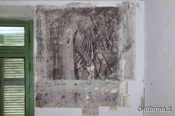 Al Palazzo Acaja-Vastamiglio di Pinerolo riscoperti gli affreschi monocromatici - Riforma.it