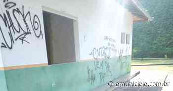 Secretário de Obras classifica como incontrolável vandalismo em praças de Brusque - O Munícipio