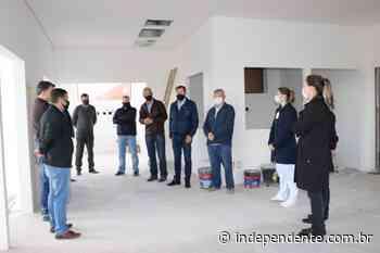 Representantes do Sicredi visitam obra física da UTI de Arroio do Meio - independente