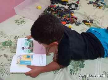 Zé Delivros leva leitura a casa de moradores de Queimados na pandemia - Eu, Rio!