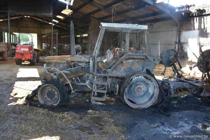 Tractor gaat in de vlammen op na kortsluiting