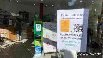 Remseck: Große Nachfrage in Apotheke nach digitalem Impfnachweis - SWR