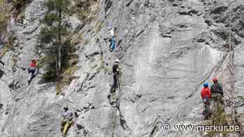 Oberammergau: Junge Frau stürzt zehn Meter eine Felswand herab - Rettungshubschrauber im Einsatz - Merkur.de