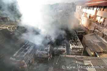 Incêndio atinge garagem de ônibus e moradores são evacuados no bairro Aparecida - O Tempo