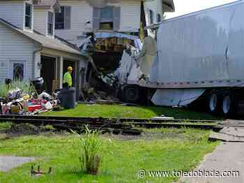 Body of driver of truck that struck house is found in Maumee River
