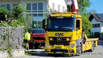 BMW kracht in Gartenzaun - Reifenplatzer oder Raserei? - Merkur.de