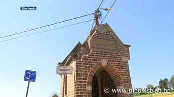 Dak van Sint-Barbarakapel in Bierbeek vernield nadat er vrachtwagen tegen rijdt
