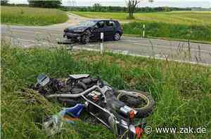 Motorradfahrer kollidiert mit Auto: L442 zwischen Dotternhausen und Roßwangen lange gesperrt - Zollern-Alb-Kurier