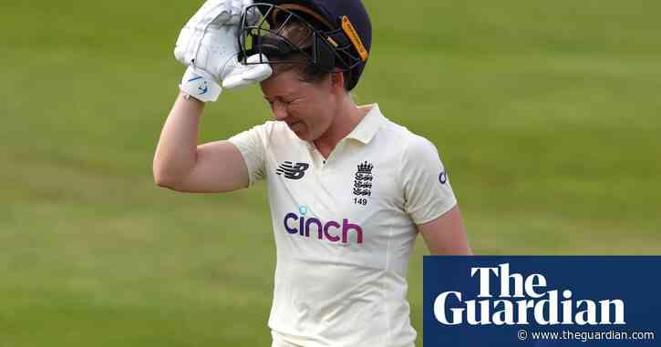 England's Heather Knight narrowly misses century before India fight back