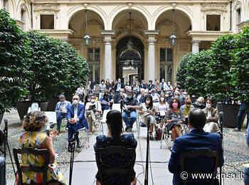 Portici di carta e videomapping sulla Mole, Torino fa festa - ANSA Nuova Europa