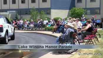 Residents of Lake Winona Manor enjoy a parade - WXOW.com