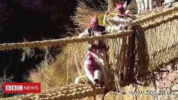 Peruvians reweave Incan 'living bridge' over river