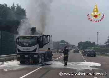 Mezzo in fiamme lungo la strada a Ranica - Valseriana News - Valseriana News