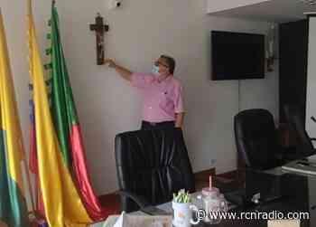 Un juez de Caldas prohíbe orar en sesiones de Concejo de Neira - RCN Radio