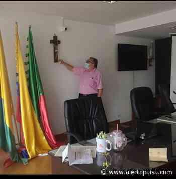 Un juez de Caldas prohibió orar en sesiones de un Concejo municipal - Alerta Paisa