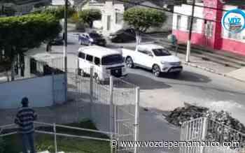 Hilux foi tomada de assalto nesta terça (15) em Carpina - Voz de Pernambuco
