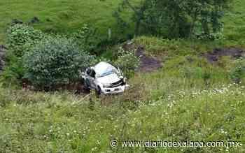 Camioneta se salió del libramiento a Perote y cayó en desnivel - Diario de Xalapa