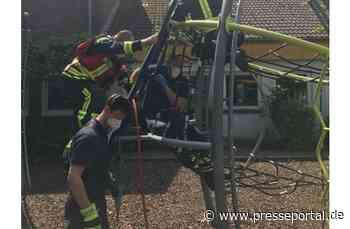 FW-NRW Langenfeld: Kind auf Klettergerüst eingeklemmt - Presseportal.de