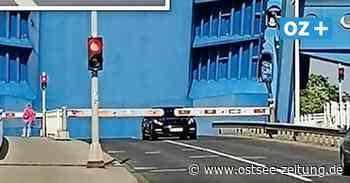 Wolgast: Porsche-Fahrer will Peenebrücke trotz Öffnung überqueren - Ostsee Zeitung