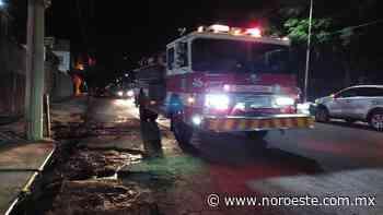 Tras chocar en el puente del Palmito, en Culiacán, agente de la PEP es llevada a un hospital - Noroeste