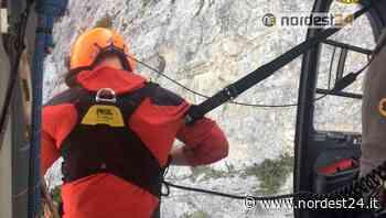 Scontro al decollo tra 2 parapendii a Gemona e caduta di 50 metri sulla parete del Monte Grauzaria - Nordest24.it