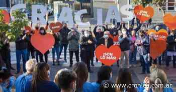 Berazategui: sorprenden con aplausos y canciones al personal de salud - Crónica