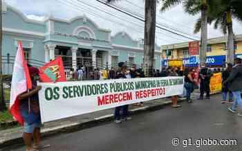 Servidores públicos fazem protesto em frente à prefeitura de Feira de Santana - G1