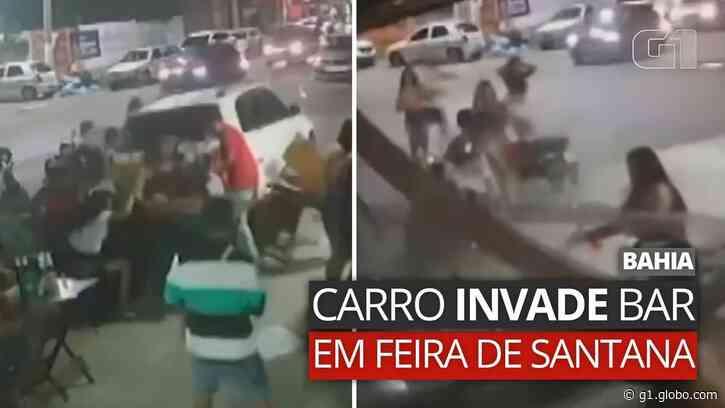 Vídeo: Carro invade bar e deixa pessoas feridas em Feira de Santana - G1