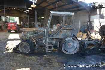 Tractor gaat in de vlammen op na kortsluiting - Het Nieuwsblad