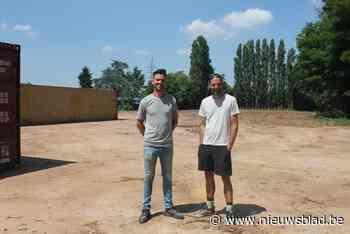 Overwoekerd sportterrein wordt opgekuist: zomerbar opent eind juni, padelterreinen in juli