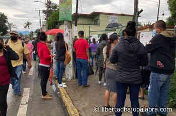 Ágil y sin incidentes, vacunación en macrosede de Coatepec; la gente no respetó la sana distancia - Libertadbajopalabra.com