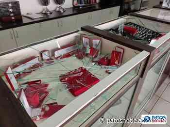 Ladrões assaltam relojoaria no centro de Patos de Minas - Patos Notícias