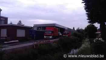 """Hevige brand in schrijnwerkerij in Wondelgem: """"Half uur voor vuur onder controle was"""""""