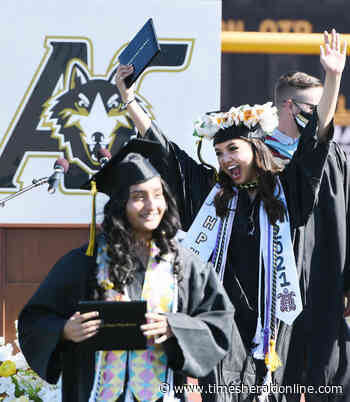 Large crowd cheers American Canyon High Class of 2021 - Vallejo Times-Herald