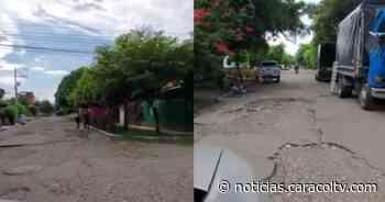 """""""Sortear huecos, el pan de cada día"""": comunidad denuncia que corre peligro por mal estado de vías - Noticias Caracol"""
