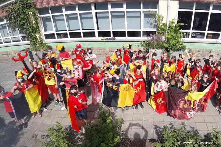 """Speelplaats kleurt 'ROOD' in De Zonnebloem: """"We hopen allemaal op een overwinning van de Belgen"""""""