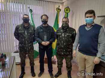 Prefeito de Imbituva recebe visita de oficiais do 13º BIB - ARede
