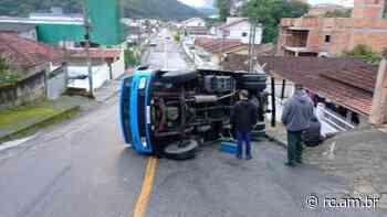 Caminhão tomba no Limeira Baixa - Rádio Cidade