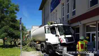 Müllwagenfahrer aus Mammendorf wird ohnmächtig - Lkw kommt in Restaurant zum Stehen - kreisbote.de