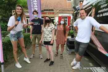Pauzemobiel MNM Marathonradio parkeert voor jeugdhuis Kaddis... (Schoten) - Gazet van Antwerpen