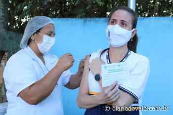 Itatiaia inicia imunização contra a Covid-19 em profissionais da... - Diario do Vale