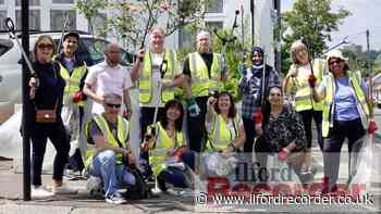 Redbridge residents come together for community litter pick - Ilford Recorder