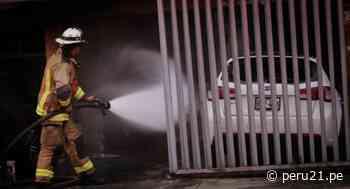 Vehículo se incendió dentro de cochera y causa daños materiales en Jesús María - Diario Perú21